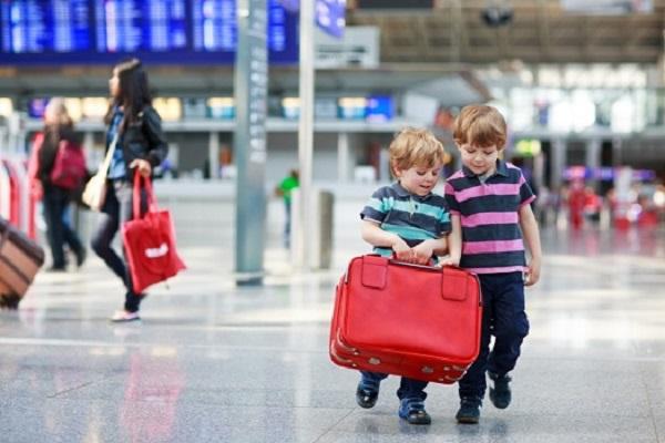 Trẻ em trên 2 tuổi đi máy bay Vietjet và một số quy định cần nắm
