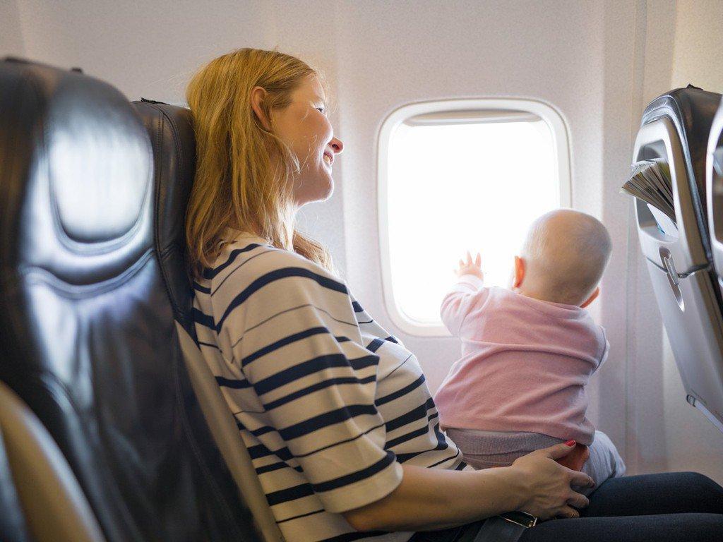 Trẻ em bao nhiêu tuổi được đi máy bay ba mẹ cần biết